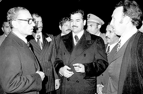 صدام حسين يلتقي محمد رضا بهلوي في الجزائر بحضور هواري بومدين. أرشيفية.